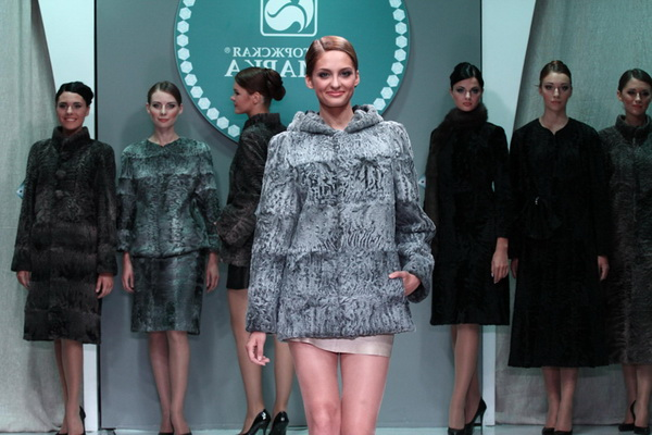 Fur coats from astrakhan 2017-2018 and fashion photos ..