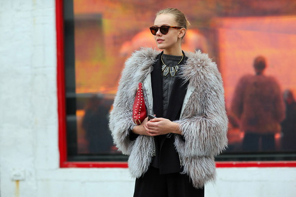 Fashionable fur coats from artificial fur ...