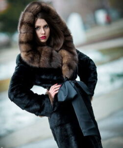 The most fashionable trends for mink coats of 2017 reflect these photos: ...