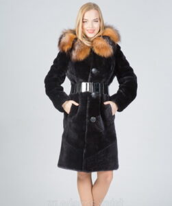 Fashionable feminine fur coats-2017 from Mouton, such as in the photo, will not leave you unnoticed this winter: ...