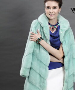 Look how the fashionable mink coats-2017 are refined on these photos from the shows: ...